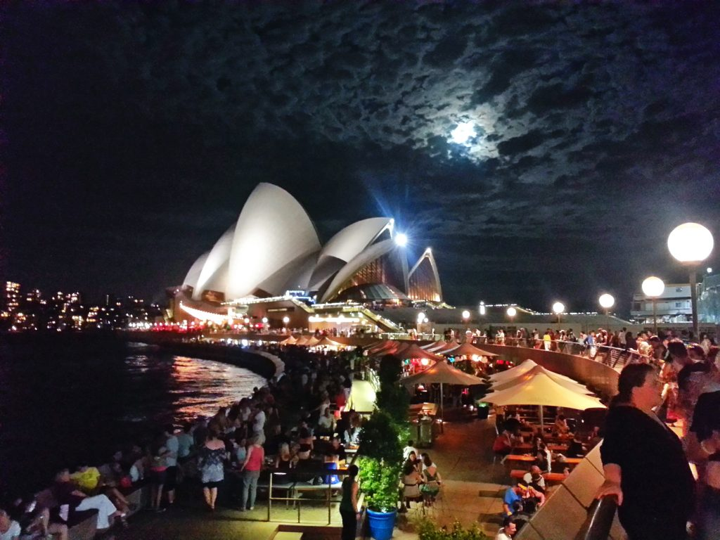 android-camera-sydney-opera-house-night