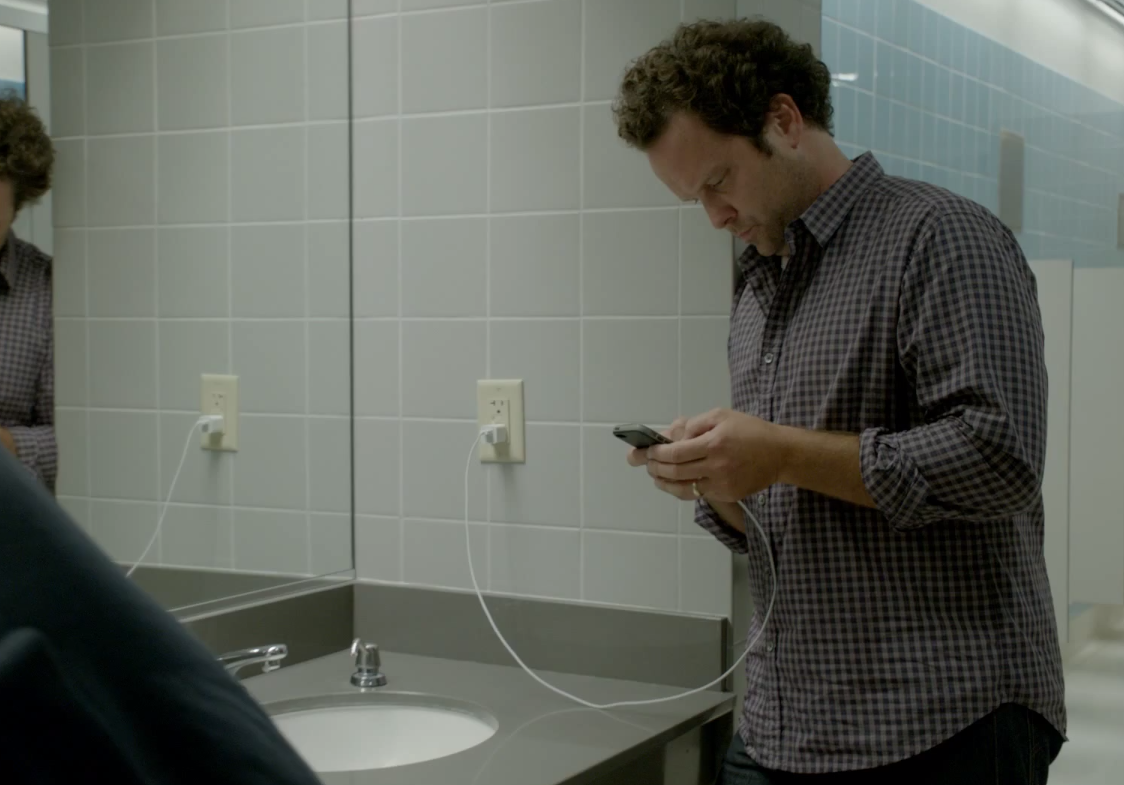 "Samsung Once Again Makes Fun of iPhone Users With New ""Wall Huggers"" Commercial"