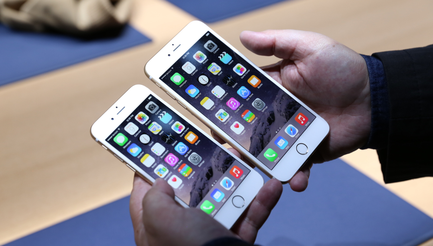 iPhone 6 Plus Versus Samsung Galaxy Note 4: Which Phablet Wins?